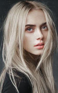 Blond polaire et racines apparentes