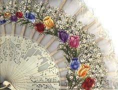Gorgeous Lace Fan with Rose Buds