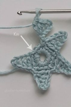 Crochet stars Más - gehaakte (kerst)sterren - crochet (x-mas)stars (Bees and Appletrees) Crochet Diy, Crochet Amigurumi, Crochet Motifs, Learn To Crochet, Crochet Crafts, Yarn Crafts, Crochet Stitches, Tutorial Crochet, Crochet Apple