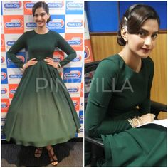 Sonam Kapoor turned RJ for the day to promote her film . She kept in simple in a green tea length dress from Rutu Neeva and complimented her dress well with a vintage updo and a dark lip. Elegant Dresses, Nice Dresses, Awesome Dresses, One Piece Gown, Rhea Kapoor, Bollywood Fashion, Bollywood Style, Tea Length Dresses, Sonam Kapoor