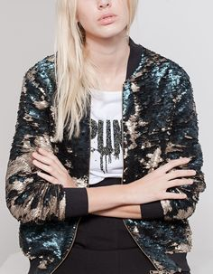 Must-have jackets for autumn/winter 16 - Stradivarius Cute Jackets, Jackets For Women, Clothes For Women, Cool Outfits, Fashion Outfits, Fashion Trends, Outerwear Women, Dress To Impress, Nice Dresses