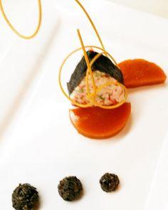 Heart of flaked alaskan crab. #alaskancrab#crab#seafood#finedininglovers#finedining#cheflife#foodpics#foodie#foodporn#food#gourmet#instayummy#instafood#instachef#gastronomia#gastronomy#theartofplating by chef_antonio_mancini