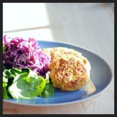 Bolinhos de grão e caril  http://www.misskale.pt/hamburgueres-de-grao-e-caril-salada-de-couve-roxa-e-espinafres/