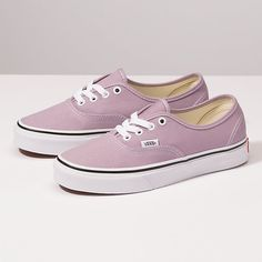 Browse bestselling Shoes at Vans including Women's Classics, Slip-On, Surf and Sandals. Shop at Vans today! Vans Shoes Women, Womens Shoes Wedges, Girls Shoes, Cute Womens Shoes, Vans Girls, Surf Girls, Vans Authentic, High Heels Gold, Tenis Vans