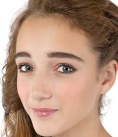 4 Natural Remedies to Get Thicker Eyebrows