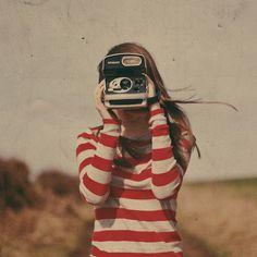 """""""La fotografía es una forma de sentir, de tocar, de amar. Lo que usted ha capturado en la película es capturado para siempre; recuerda las cosas pequeñas, mucho después de que se ha olvidado de todo."""" (Aaron Siskind)"""
