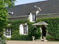 Découvrez à deux la vallée de la Loire et passez des jours romantiques !  Avec ce deal de vacances d' ideecadeau.ch vous passez 2 nuits à l'hôtel 4 étoiles Hotel Le Clos de la Chesneraie. Le prix de 293.- comprend le petit-déjeuner, une visite d'une cave avec dégustation de vins et 2 entrées pour une visite du Château de Chenonceau.  Tu peux réserver tes vacances ici: http://www.besoin-de-vacances.ch/sejour-romantique-vallee-de-loire-2/