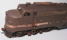 New York Central E8,, this guy is the most amazing weathering guy i think I've ever seen, look at that hood, the corrosion is stunning