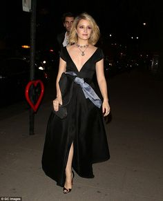 Braless Dianna Agron has wardrobe malfunction at McQueen gala #dailymail
