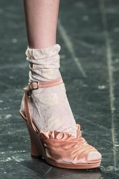 Anna Sui at New York Fashion Week Spring 2017 - Details Runway Photos Sock Shoes, Cute Shoes, Shoe Boots, Anna Sui Shoes, New York Fashion, Fashion Brand, Ballet Shoes, Dance Shoes, Valentino