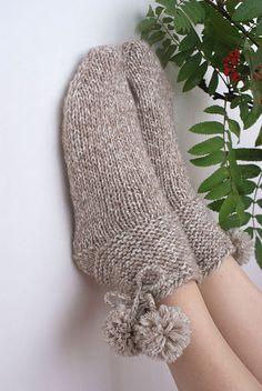 Wonderful Photos hand knitting socks Tips Alpaca Socks, Wool Socks, Alpaca Wool, Knitting Socks, Hand Knitting, Crochet Patterns For Beginners, Knitting For Beginners, Knitting Patterns Free, Crochet Hooks
