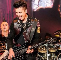 I love that face♥ Johnny Christ and Synyster Gates