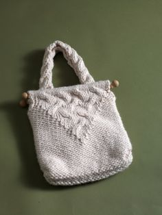 Free Knitting Pattern 80396AD Cable Bag : Lion Brand Yarn Company