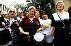 #DOCUMENTAL #FILM #CABANYAL #VALENCIA #CROWDFUNDING - Abril al Cabanyal. Crònica viva duna resistència by Sergi Tarín. El 1998 l'ajuntament de València aprovà la demolició de 1600 vivendes per prolongar l'avinguda de Blasco Ibáñez fins la mar. 15 anys després el barri continua dempeus gràcies a la lluita de molts veïns agruptats en la plataforma Salvem El Cabanyal. Esta és la seua història.  +INFO www.youtube.com/user/RogeliBarba?feature=mhee CAMPAÑA verkami www.verkami.com/projects/5292