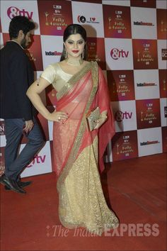 Sneha Wagh in a golden #saree at the Indian Telly Awards 2015. #Bollywood #Fashion #Style #Beauty #Hot #Sexy #Desi