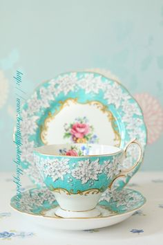 Royal Albert Aqua and pink rose…looks so lacy I love the use of color here, the mix of blue, gold and yellow has a really strong impact. Royal Albert Aqua and pink ro Vintage China, Vintage Dishes, Vintage Teacups, Party Set, China Tea Cups, Teal Tea Cups, Teapots And Cups, My Cup Of Tea, China Patterns