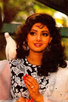 Sridevi Beautiful Heroine, All Actress, Vintage Bollywood, Madhuri Dixit, Best Mother, Bollywood Stars, Beautiful Saree, Celebs, Celebrities