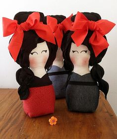 Boneca Amy Winehouse Amy Winehouse, Baby Store, Felt Dolls, Felt Crafts, Pin Cushions, Hello Kitty, Plush, Sewing, Diy