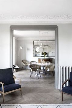 Grey parquet is the next big thing. Get the look with our Drift Wood or Coastal parquet blocks.