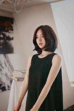 Milk Cocoa model : Yun Seon Young 윤선영 on We Heart It Medium Hair Styles For Women, Haircuts For Medium Hair, Medium Hair Cuts, Short Hair Cuts, Korean Short Hair, Shot Hair Styles, Jung So Min, Models, Bob Hairstyles