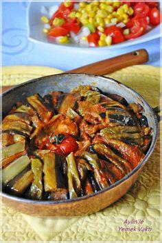 ✿ ❤ ♨ Tavuklu Parmak Kebabı (malzemeler: 3 adet kemer patlıcan, 2 adet orta boy patates, 5-6 adet çarliston biber, 1 minik domates 2 su bardağı sıvıyağ(kızartmak için) Yarım kilo kuşbaşı tavuk kalça eti, 1 minik kuru soğan, 1 yemek kaşığı sıvıyağ, 1 yemek kaşığı domates salçası tuz,karabiber)....bu tarifi kırmızı et ile de yapabilirsiniz...