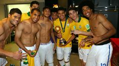 RIO DE JANEIRO, BRAZIL - JUNE 30: (L-R) Hulk, Lucas, Hernanes, Neymar, Marcelo, Thiago Silva, Oscar and Dante of Brazil pose with the trophy in the dressing room at the end of the FIFA Confederations Cup Brazil 2013 Final match between Brazil and Spain at Maracana on June 30, 2013 in Rio de Janeiro, Brazil. (Photo by Alex Livesey - FIFA/FIFA via Getty Images)