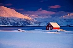22 Cozy Houses in a Winter Paradise - Beautiful red lakeside house in Tromso, Norway. Tromso, Places Around The World, Around The Worlds, Norway Winter, Stations De Ski, Lappland, Fjord, Winter Scenery, Winter Sunset
