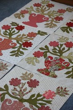 Blackbird Designs - pretty applique block repeated many times in slightly different fabric