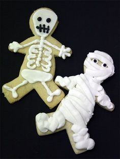 Halloween Cookies- easy mummy and skeleton cupcakes. Picture tutorial for beginn… Halloween Cookies- easy mummy and skeleton cupcakes. Picture tutorial for beginners. Spooky Halloween, Halloween Skeletons, Holidays Halloween, Halloween Treats, Happy Halloween, Halloween Decorations, Halloween Party, Halloween Recipe, Holiday Treats