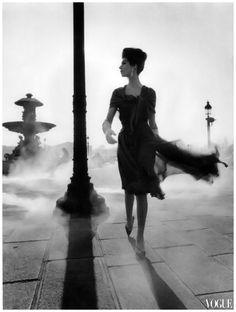 William Klein. Place de la Concorde, Paris. Vogue France, 1961.