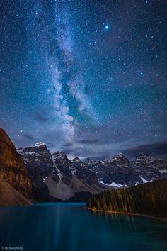 Lac Moraine, Moraine Lake, Wallpaper Gratis, Landscape Photography, Nature Photography, Ciel Nocturne, Sun And Earth, Milky Way, Beautiful Landscapes