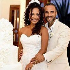 Linda nossa querida noiva Jamile  em imagem captada pela equipe da @diferenteimagens. Felicidades ao casal ! Buffet @jaquelinemiguez / Bolo @katiapellegrini / Banda @harmonizi / Espaço de evento @pousada_a_capela . #vestidodanoiva #vestidodenoiva #modanoiva #weddingdress #weddinggown #altacosturaemsalvador #bride #bridal #brides #bahianoivas #casamento #casamentos #casandonabahia #casamentonabahia #casandoemsalvador #noivasdabahia #noivasdesalvador #makeup #modanoiva #noiva #noivas #love…