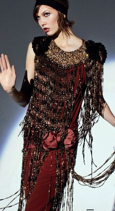 Gatsby style: Karlie Kloss embraces flapper fashion in this editorial photographed by Arthur Elgort for Vogue Australia May Great Gatsby Fashion, 20s Fashion, The Great Gatsby, Art Deco Fashion, Vintage Fashion, High Fashion, Fashion Movies, Flapper Fashion, Vintage Glam