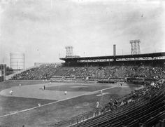 Baseball game at Delorimier Park, Montreal, QC, about 1933 Canadian Football League, Major League Baseball Teams, Baseball Gear, Old Pictures, Old Photos, Vintage Pictures, Montreal Alouettes, Horse Drawn Wagon, Pacific Coast