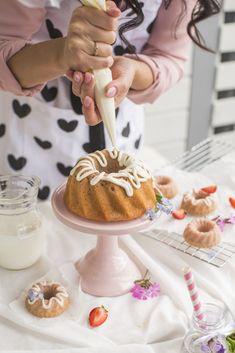 Jogurtti-Mansikkakakku Most Delicious Recipe, Birthday Cake, Yummy Food, Baking, Breakfast, Desserts, Recipes, Morning Coffee, Tailgate Desserts