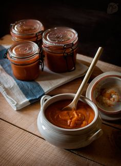 A sauce made with roasted tomatoes, garlic and onion, a depart from the regular tomato sauce Sweets Recipes, Veggie Recipes, Mexican Food Recipes, Real Food Recipes, Types Of Mexican Food, Roasted Tomato Sauce, Roasted Tomatoes, Dips, Spanish Dishes