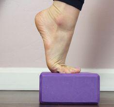 6 Easy Plantar Fasciitis Exercises to Release Foot Pain - HealthyLifeBoxx Plantar Fasciitis Stretches, Plantar Fasciitis Symptoms, Plantar Fasciitis Treatment, Plantar Fascitis Relief, Toe Exercises, Foot Stretches, Leg Pain, Back Pain, Ankle Pain
