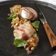 Alle ingrediënten voor asperges op z'n Vlaams zijn aanwezig (eieren, peterselie, ham,...) maar worden creatief gebracht. Een klassieker in een nieuw jasje!