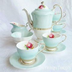 Best Tea Sets Decoration Ideas For Your Awesome Living Room Shabby Chic Colors, Shabby Chic Homes, Shabby Chic Tea Set, Tea Cup Saucer, Tea Cups, Vintage Tee, Tea Sets Vintage, Vintage Dishes, Tea Sets