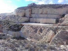 Cantera de crema marfil en Yechar (Mula)