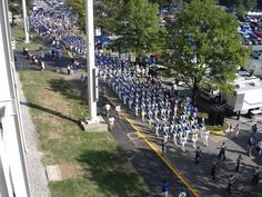 Countdown to Kickoff - Wildcat Marching Band! University Of Kentucky Football, Uk Football, Kentucky Wildcats, Marching Bands, D1, Dolores Park, College, Sports, Blue