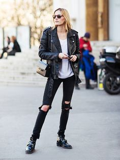 Try an oversized leather jacket with a pair of jeans for a cool street style look. // StyleTip #StreetStyle