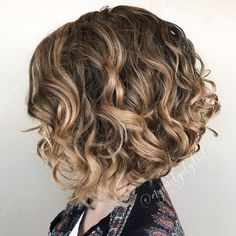 Angled Bob Haircuts, Wavy Bob Hairstyles, Haircuts For Curly Hair, Curly Hair Cuts, Short Curly Hair, Wedding Hairstyles, Blonde Curly Bob, Long Hair, Celebrity Hairstyles