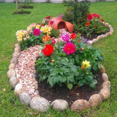 Simple, easy and cheap DIY garden landscaping ideas for front yards and backyard. - Simple, easy and cheap DIY garden landscaping ideas for front yards and backyards. Many landscaping ideas with rocks for small areas, Landscaping Supplies, Front Yard Landscaping, Backyard Landscaping, Landscaping Ideas, Tropical Backyard, Fun Backyard, Florida Landscaping, Backyard Ideas For Small Yards, Garden Yard Ideas