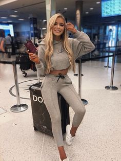 Travel Pictures Japan - Travel Checklist New York - Ireland Travel Family - - Travel Outfit Bali Cute Airport Outfit, Airport Travel Outfits, Airport Attire, Cute Travel Outfits, Winter Travel Outfit, Chill Outfits, Sporty Outfits, Summer Outfits, Cute Outfits