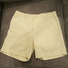 Men's vineyard vines fine wale shorts -light beige Mens fine whale shorts, super soft, worn once, slimmer fit Vineyard Vines Shorts