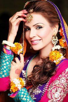 Bridal mehndi makeup tips, How to do bridal makeup for mehndi functions. Pakistani Mehndi, Pakistani Bridal, Mehendi, Pakistani Outfits, Indian Outfits, Mehndi Makeup, Bridal Mehndi Dresses, Mehndi Outfit, Rainbow Outfit