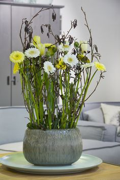 Flower arrangement with gerberas, tulips and branches | Coloured by Gerbera