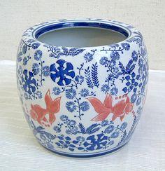金魚柄の鉢 Hibachi with kingyo design.