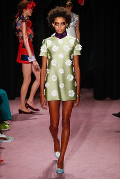 The complete Viktor & Rolf Spring 2018 Couture fashion show now on Vogue Runway. Fashion 2018, Fashion Week, Fashion Brands, Women's Fashion, Baby Couture, Spring Couture, Fashion Show Collection, Couture Collection, Couture Fashion